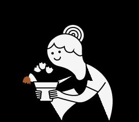mujer sosteniendo una maceta con flores